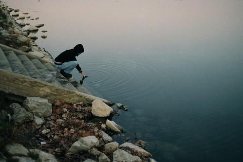 winter sunset film 35mm river hand brother grain analogue tisa minoltahimatic7sii watercircles