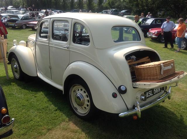 Morris 10/4 M-Series (1947)