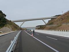 高速道路らしい光景の中を走る@ふじのくにCYCLE FES.