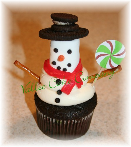 6464624583 4ba70f6869 Winter Snowman Cupcakes for Christmas