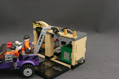 6864 The Batmobile and the Two-Face Chase - Bank 12