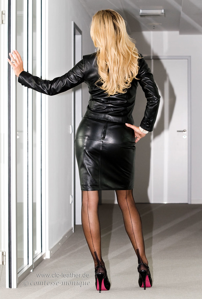 cm_black_leather_suit_office (2)
