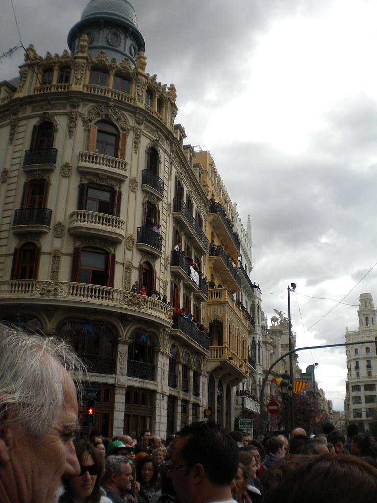 La plaza del ayuntamiento antes de una Mascletà