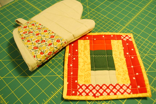 oven mitt and pot holder (front)