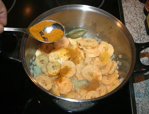 17 - Mit Currypulver bestäuben
