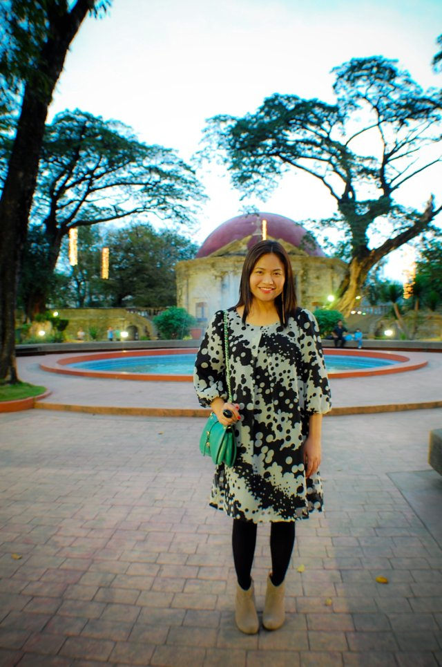 Paco park, denise katipunera, pinay style blogger, mommy blogger, fashion on a budget, thrift style, tent dress, black tights and nude boots