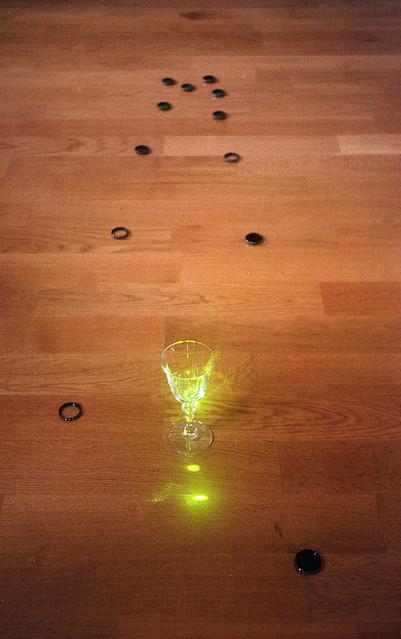 Agfa Optima Sensor Flash. Kieliszek potraktowany laserem. Ostrość ustawiona na kieliszek (1,2 m).