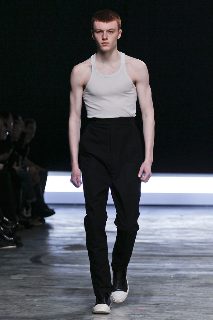 FW12 Paris Rick Owens004_Jake Shortall(VOGUE)