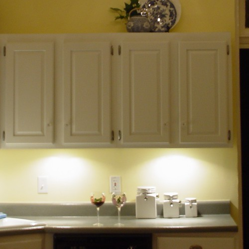 Inexpensive Kitchen Makeover: $30 Under Cabinet Lighting