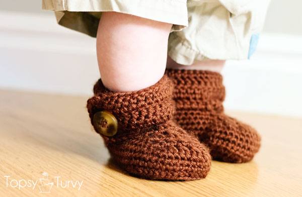 crochet-baby-wrap-button-boot-boys-finished