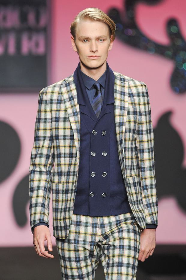 Gerhard Freidl3296_FW12 Milan Enrico Coveri(fashionising.com)