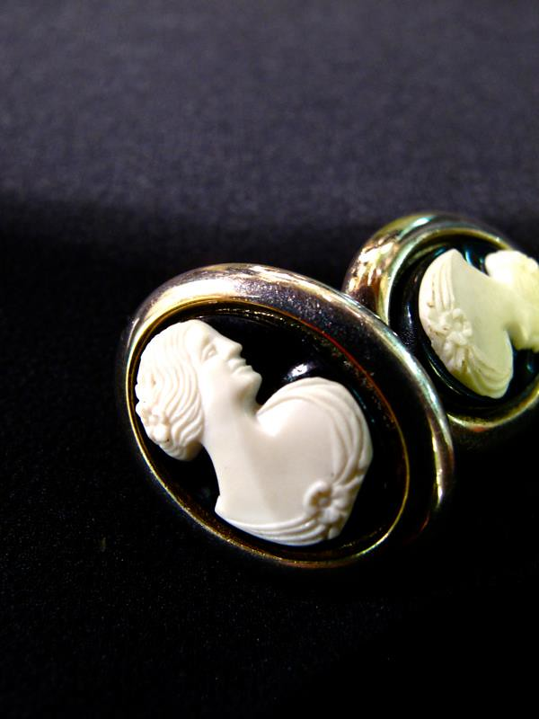 Gorgeous signed  Sarah Coventry cameo clip- on earrings