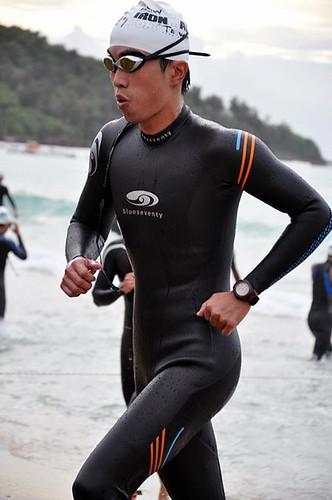 2011 Ironman 70.3 Taiwan游泳出水照(2)