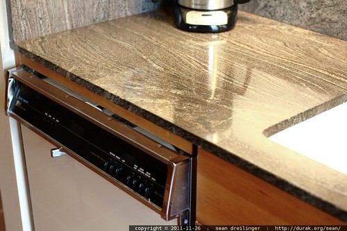 remodeled counter, vintage dishwasher    MG 2916