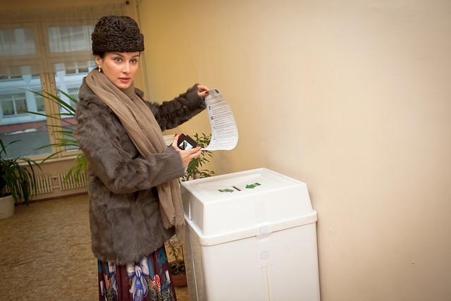 Тина Канделаки голосует