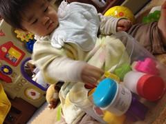 おもちゃで遊びます (2011/12/7)