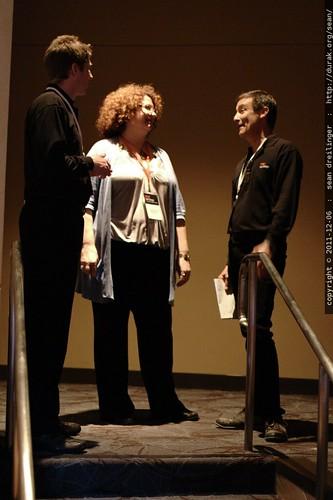 graphic recording guru jeannel king speaking with jack abbott @ TEDx San Diego 2011    MG 3594