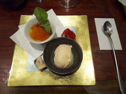 15 East - Dessert plate