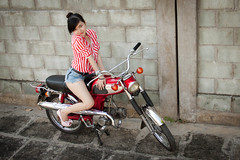 [Free Images] People, Women - Asian, Motorcycles, Transportation - People, Shirt, Vietnamese People ID:201202240800