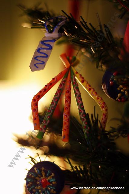 Manualidades para niños: Árbol de Navidad fabricado con pajitas