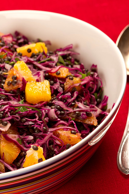 Beluga lentil, red cabbage and orange salad / Läätsesalat punase kapsa ja apelsiniga