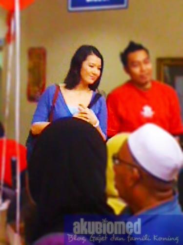 Sheera Iskandar bergambar bersama peminat