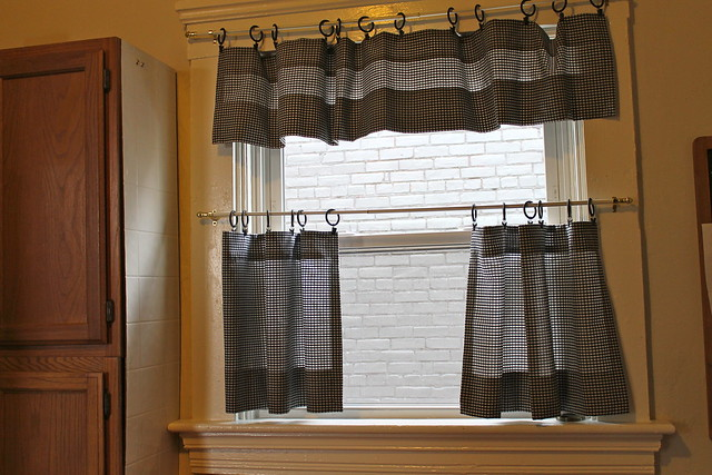 How to make café curtains