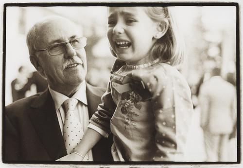 Girl and grandfather - Edward Olive wedding photos by Edward Olive Fotografo de boda Madrid Barcelona