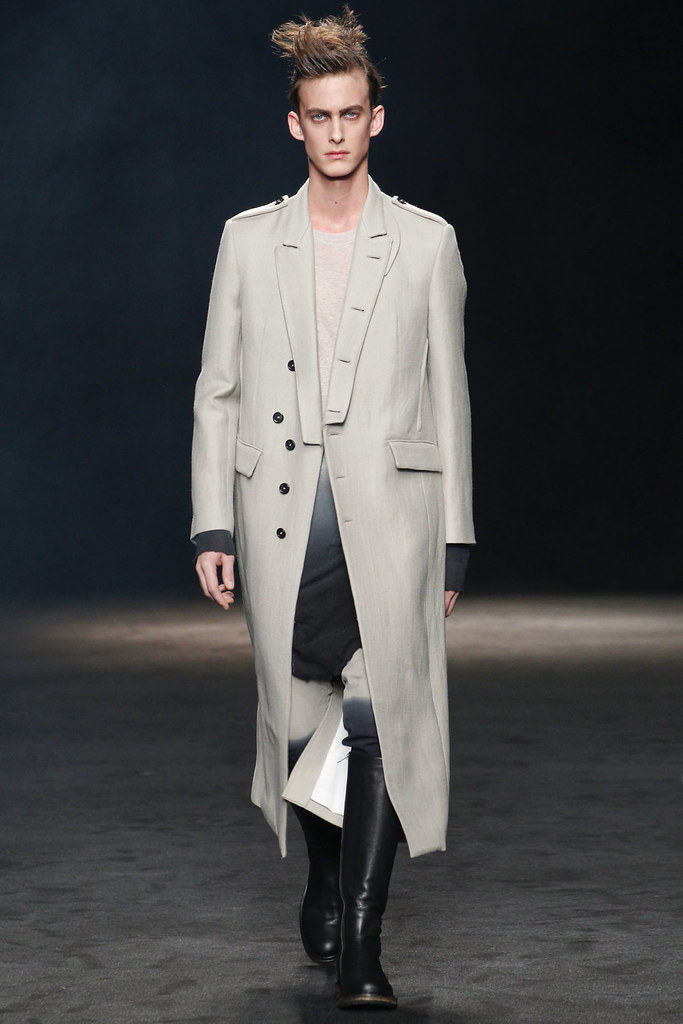 FW12 Paris Ann Demeulemeester010_Elias Cafmeyer(VOGUE)