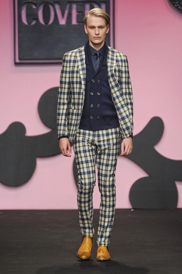 Gerhard Freidl3295_FW12 Milan Enrico Coveri(fashionising.com)