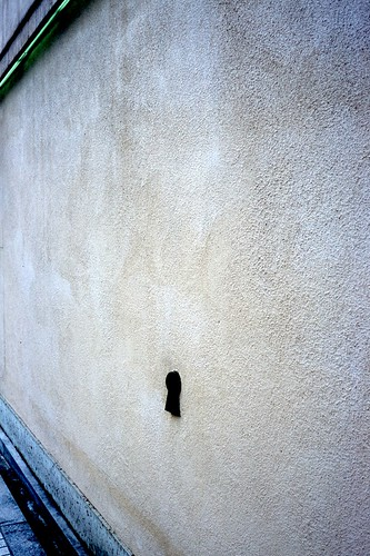Keyhole on the wall by hiro_take