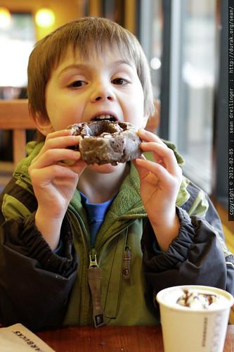 doughnut & cocoa @ starbucks    MG 8390