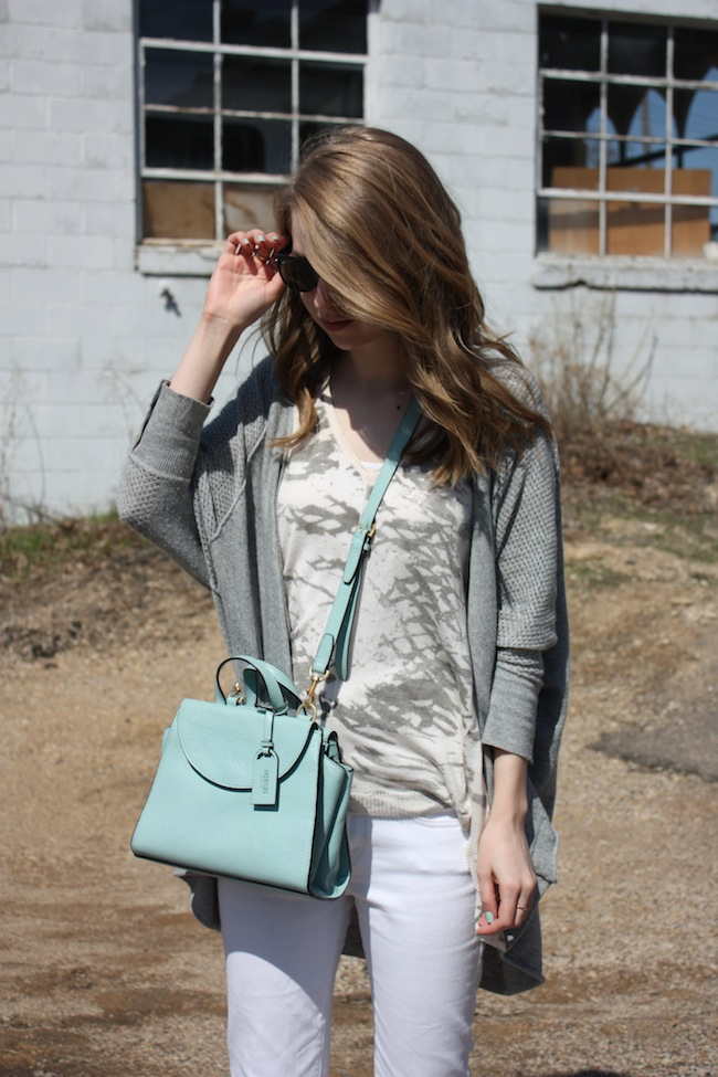 chelsea+lane+truelane+zipped+blog+minneapolis+fashion+style+blogger+lee+and+birch+levis+justfab+d'orsay+flats+kate+spade+saturday+mini+a+satchel+lily+and+violet+sweater4