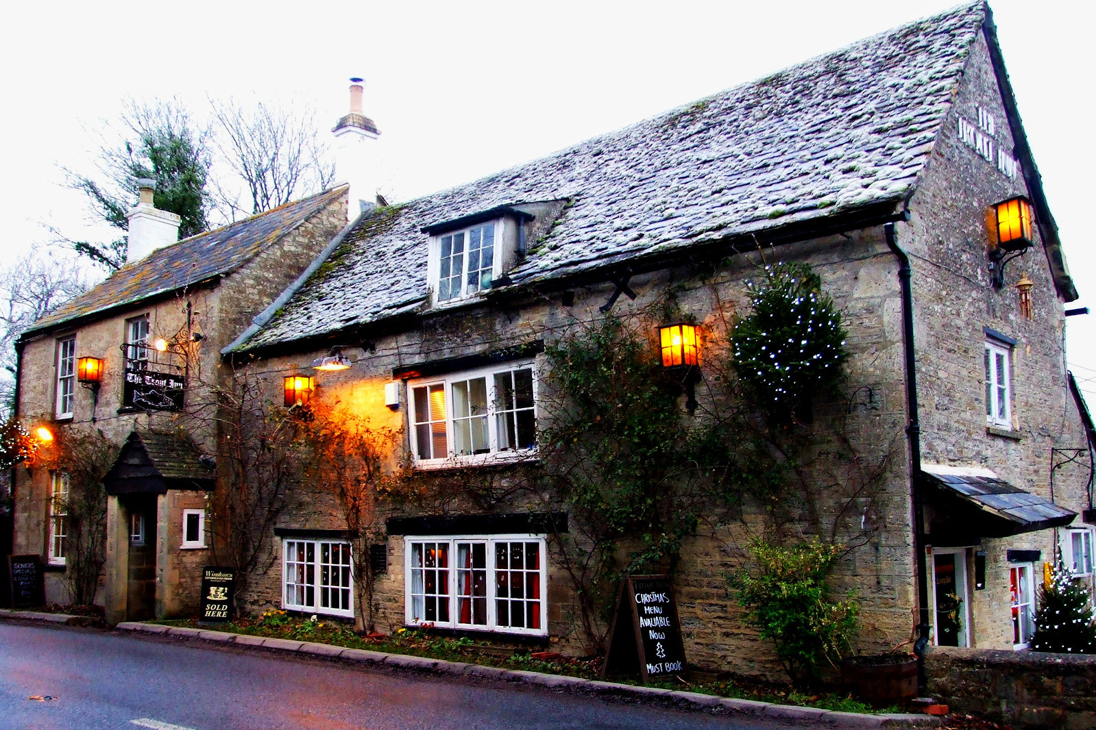 The Trout Inn on the River Thames at Lechlade, Cotswolds, England