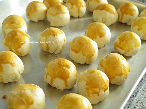 Homemade Tau Sha Piah (Flaky mung beans biscuits) 豆沙饼