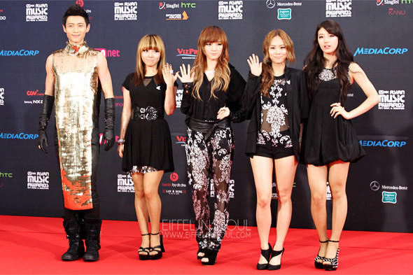 Miss A Was The First To Arrive On The Red Carpet With Chinese Actor Singer Vision Wei  E9 Ad 8f E6 99 A8 While I Love The Prints On Their Outfits Vision Wei  E9 Ad 8f E6 99 A8