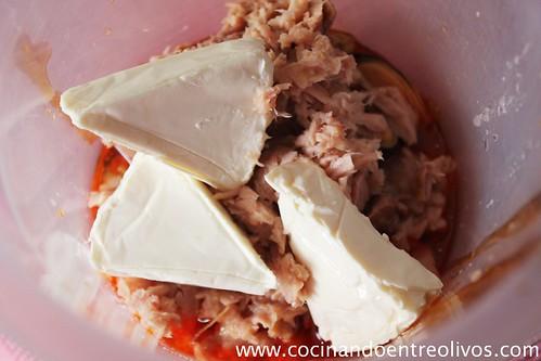 Cornetes de hojaldre rellenos de paté de mejillones (2)