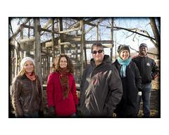 Patrice Couture, professeur au Centre Eau Terre Environnement, et quelques membres de son équipe de recherche