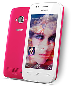 Nokia Lumia 710 comes with interchangeable covers