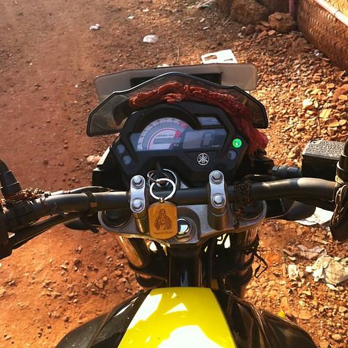 Джизус и прочие атрибуты гоанского мотоцикла.