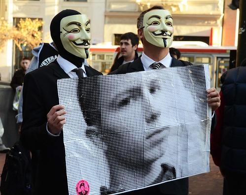 """""""Topo"""" de WikiLeaks estará preso casi 4 meses más"""