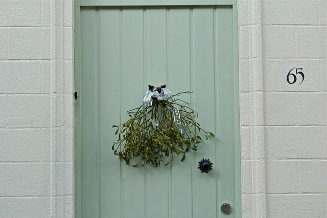 brugge door wreath