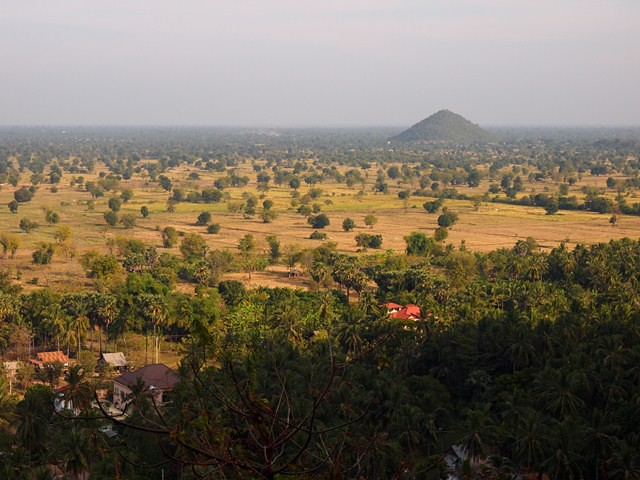 Surrounding countryside at Phnom Sampeau by CC user slapers on Flickr