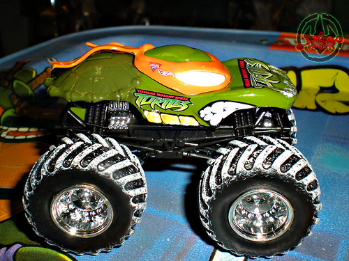 """ Hot Wheels "" Monster Jam ' Teenage Mutant Ninja Turtles ' 1:64 Monster Truck - Michelangelo {  HOLIDAY EDITION } ..card backer vii (( 2011 ))"