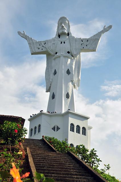 Monumento a Cristo Rey en Belalcazar Caldas, parte del Arte Religioso del Paisaje Cultural Cafetero