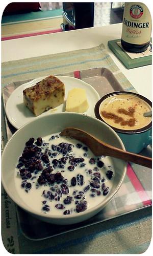 早餐 ::: 媽媽做的鹹年糕+cheese+豆漿紅豆泥(失敗的紅豆湯殘骸)+熱咖啡 by 南南風_e l a i n e