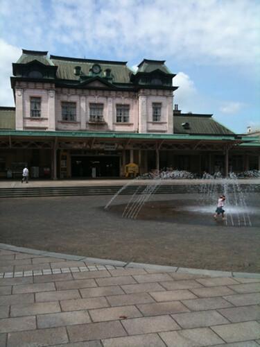 駅前の噴水広場