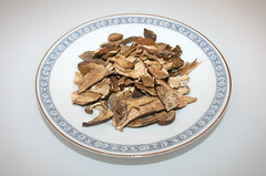 03 - Ingredient dried yellow boletus / Zutat Steinpilze getrocknet
