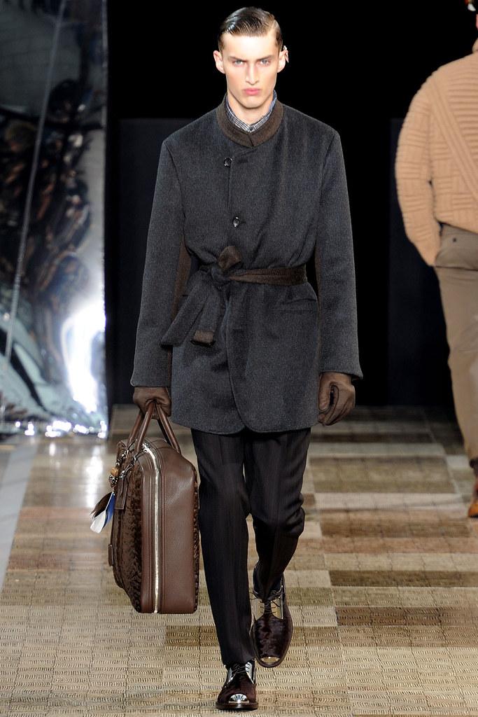 Charlie France3579_FW12 Paris Louis Vuitton(VOGUE)