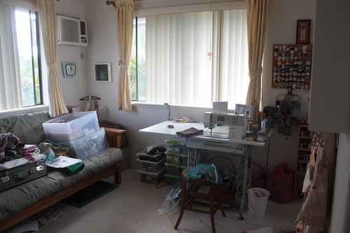 5a. Guest bedroom as fully functioning sewing room/studio!